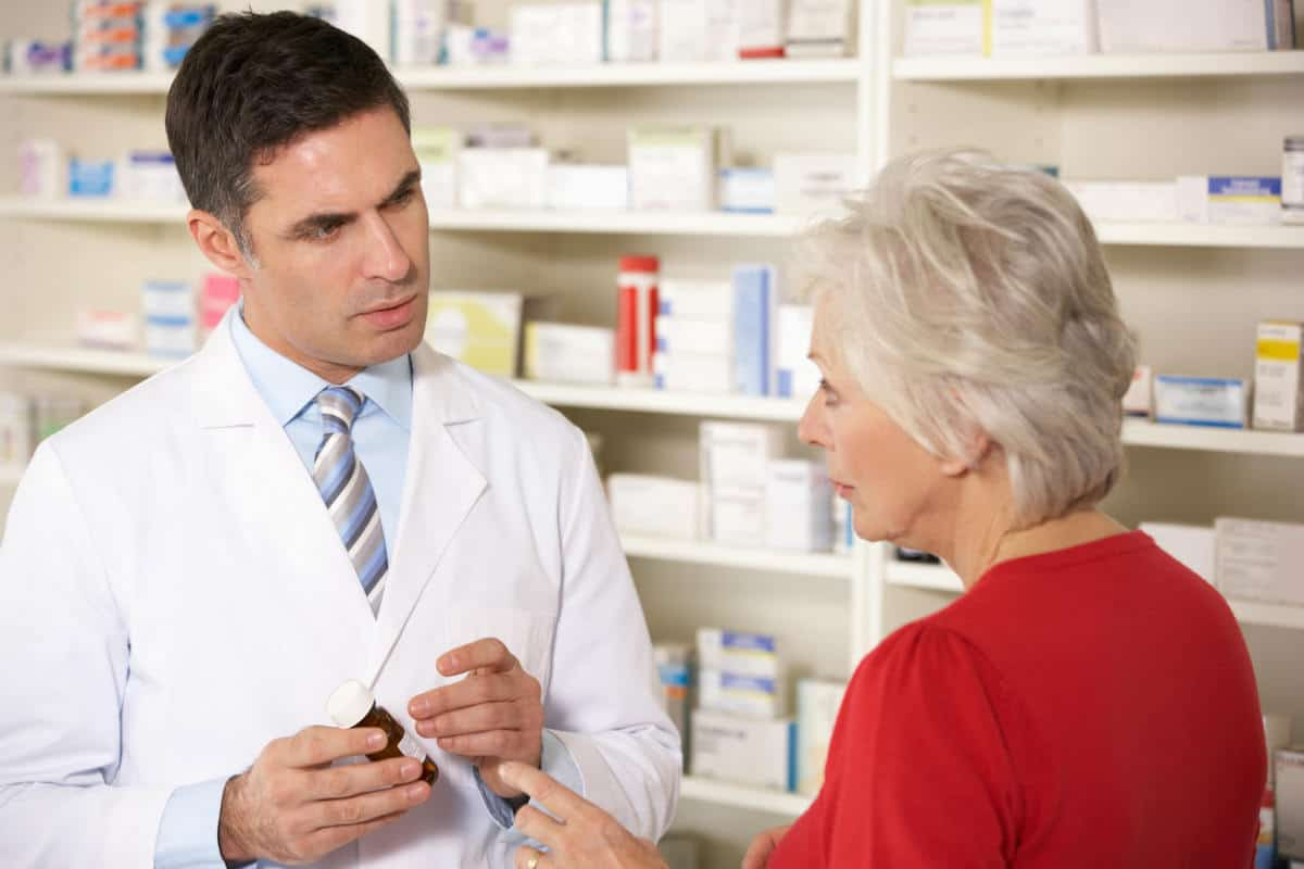 Pharmacist speaking with Chicago woman
